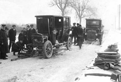 1911_Daimler_Landaulette_crashed